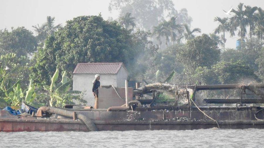 'Cát tặc' lại lộng hành sông Văn Úc, Hải Phòng