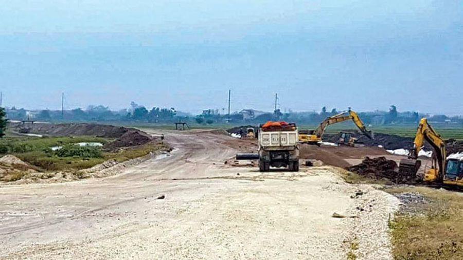 Vì sao cao tốc Bắc - Nam đoạn Cao Bồ - Mai Sơn không khởi công đã thi công?