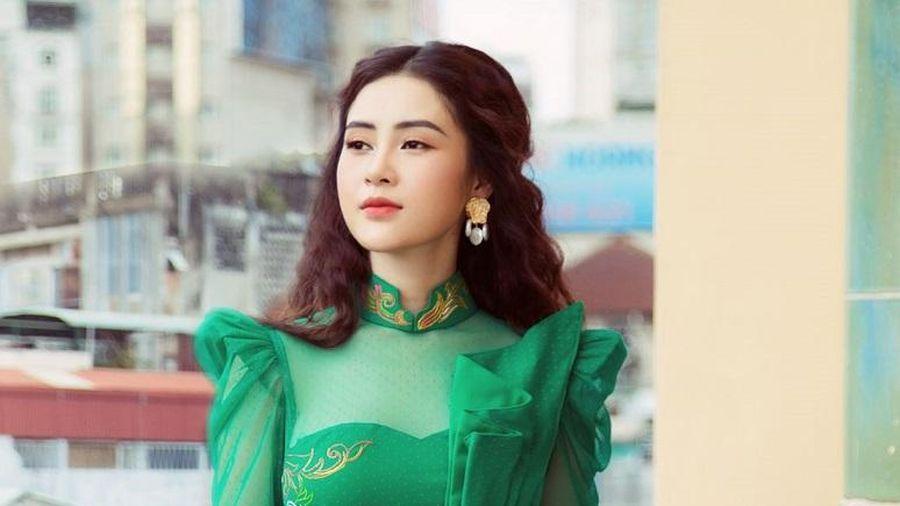 Mê mẩn ngắm Lý Kim Thảo trong bộ ảnh áo dài đón xuân tuyệt đẹp