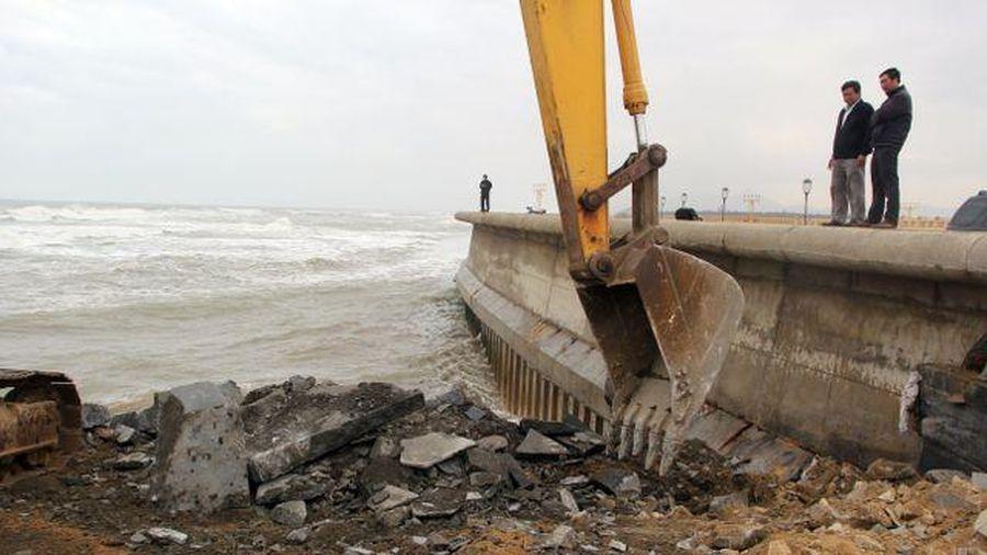 Kè biển bảo vệ sân bay Tuy Hòa bị uy hiếp
