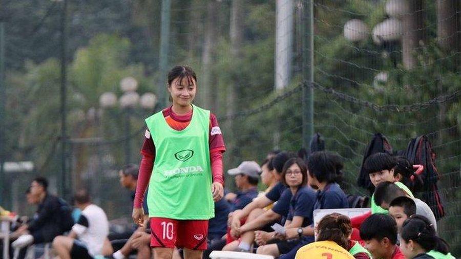Cận cảnh nhan sắc cầu thủ Hoàng Thị Loan gây sốt cộng đồng mạng
