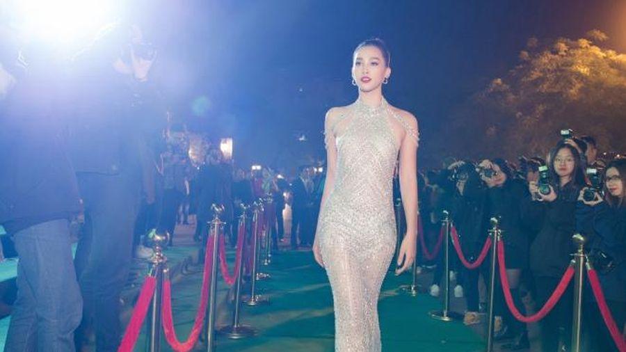 Hoa hậu Tiểu Vy diện váy lưới mong manh ôm sát, khoe hình thể 'chuẩn chỉnh' không chút mỡ thừa