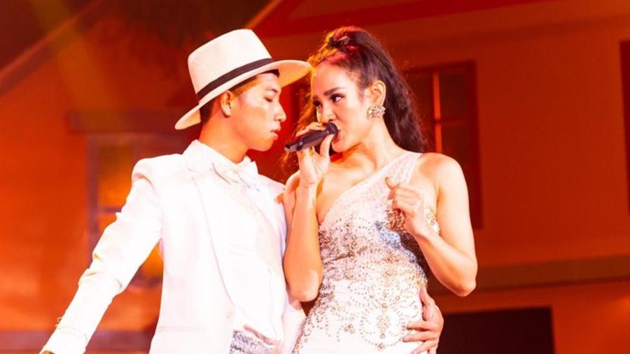 Hậu công khai phẫu thuật thẩm mỹ, Phương Trinh Jolie trình diễn đầy cảm xúc cùng Quang Lê trong đêm nhạc Bolero