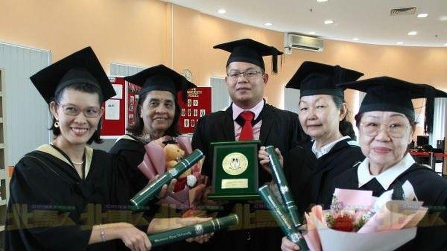 76 tuổi tốt nghiệp đại học: Không bao giờ quá muộn để theo đuổi ước mơ