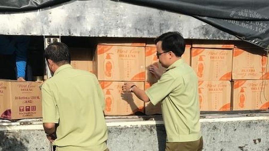 Tịch thu 2.000 chai sữa tắm không có nguồn gốc tại An Giang