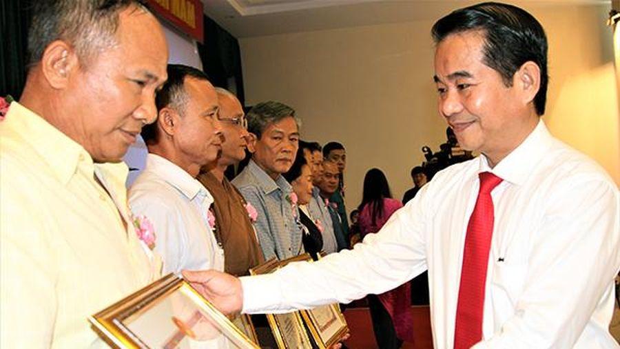 Trách nhiệm của cán bộ, đảng viên trong bảo vệ nền tảng tư tưởng của Đảng