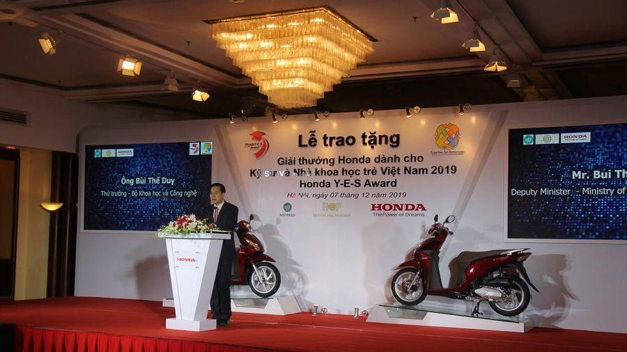 Trao tặng giải thưởng Honda Y-E-S lần thứ 14 dành cho Kỹ sư và Nhà khoa học trẻ Việt Nam