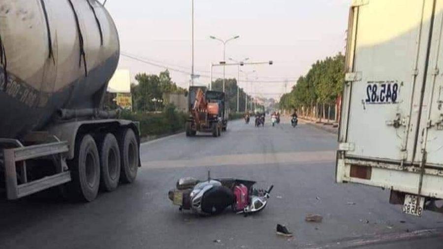 Mẹ tử vong, con gái 7 tuổi cấp cứu sau tai nạn với xe tải trên QL21A