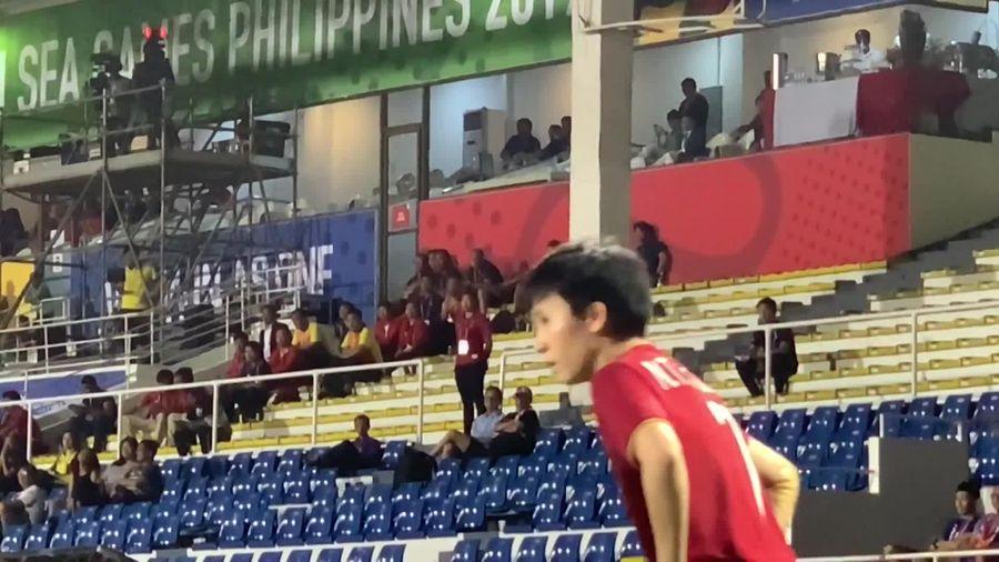 Ông Park ăn mừng đầy vui nhộn khi tuyển nữ Việt Nam ghi bàn vào lưới Thái Lan