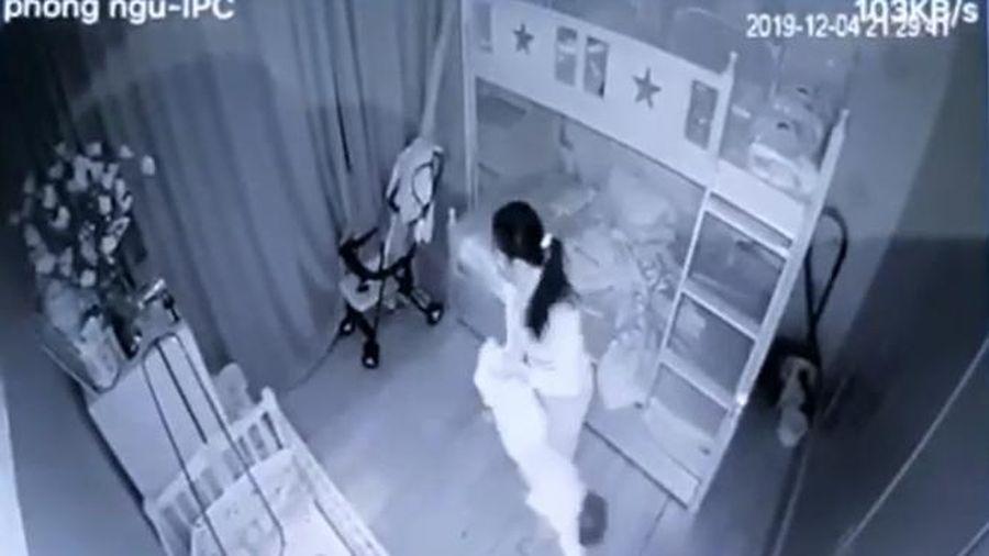 Tạm giữ nữ giúp việc dốc ngược bé gái ném xuống giường ở Nghệ An