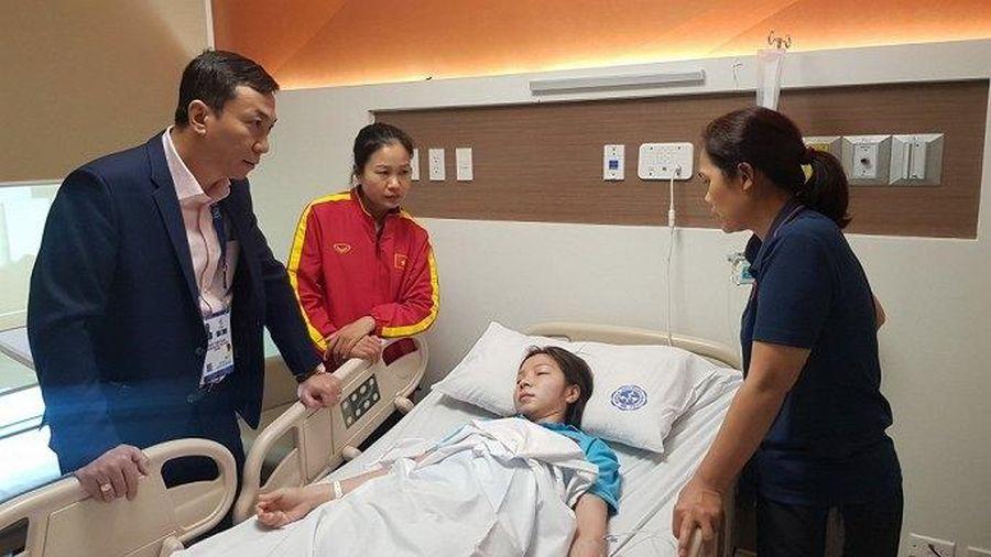Vừa giành HCV SEA Games, nữ trung vệ tuyển Việt Nam phải nhập viện vì kiệt sức