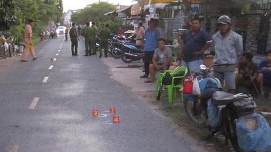Bé trai 2 tuổi bị xe máy tông tử vong khi băng ngang qua đường