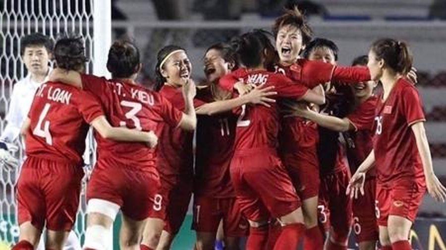 Đội tuyển nữ Việt Nam 'tri ân' thày trò ông Park