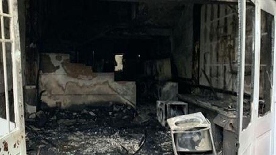 Cháy tiệm giặt lúc rạng sáng, một người nước ngoài bị thương nặng