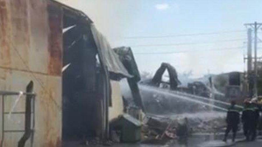 Cháy lớn công ty nệm rộng hơn 1000m2 ở Bình Dương