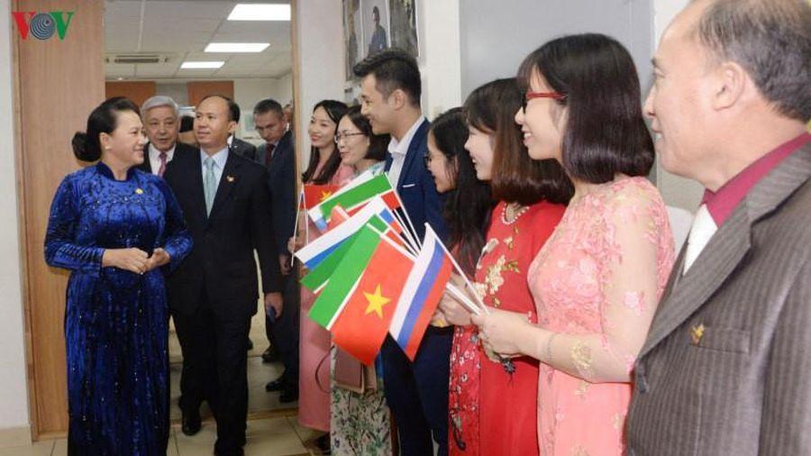 Chủ tịch Quốc hội gặp bà con kiều bào tại Kazan, Cộng hòa Tatarstan