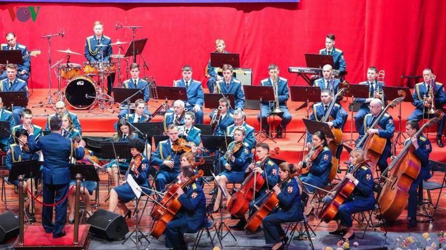 Dàn nhạc Lực lượng Vệ binh Quốc gia Nga biểu diễn tại Hạ Long