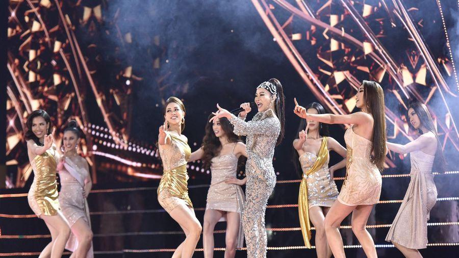 Thu Minh đẹp như nữ thần, diện váy dạ hội nặng 15kg lên sân khấu