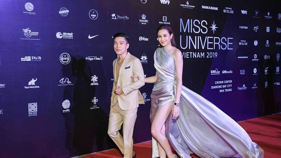 Hoa hậu Điện ảnh Sella Trương khoe eo thon, chân dài với váy xẻ sâu