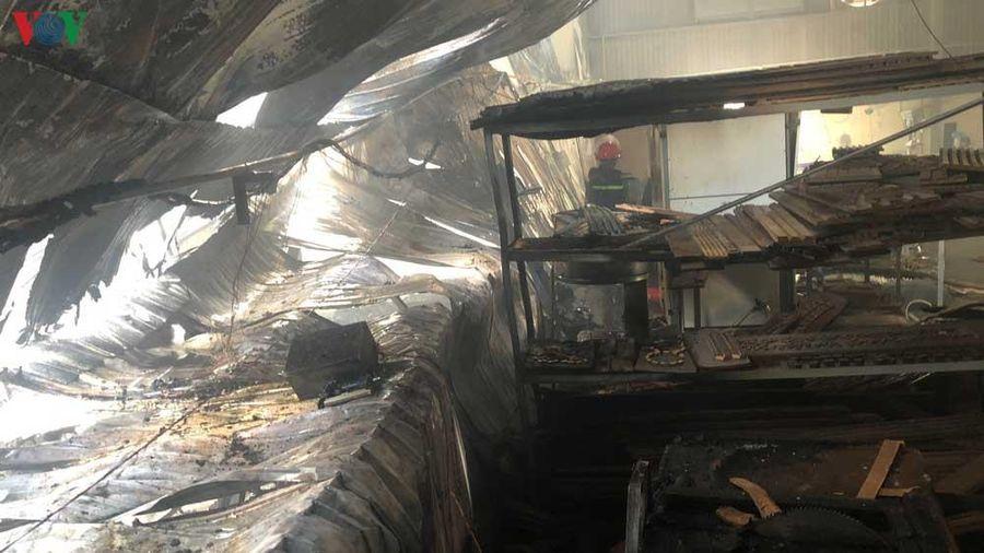 Cháy lớn tại Bình Dương, hơn 1000m2 nhà xưởng bị thiêu rụi