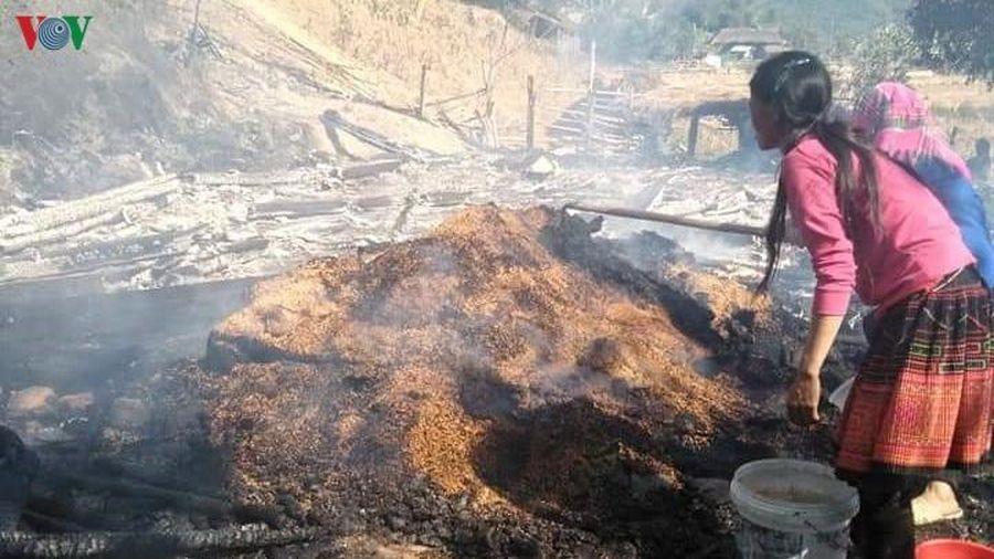 Đốt lửa sưởi ấm, một gia đình bị cháy rụi nhà