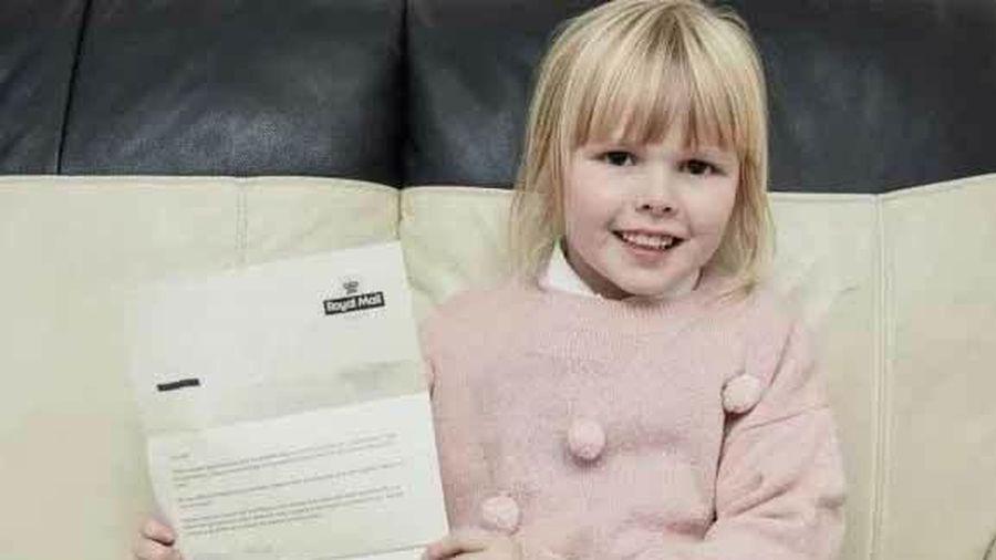 Bé 6 tuổi nhận 'lá thư từ thiên đường' sau khi gửi thiệp cho người cha đã mất