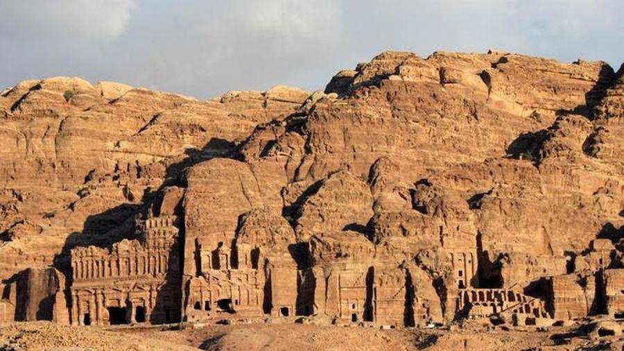 Choáng ngợp trước sự đồ sộ của 'thành phố cổ trong lòng đá' Petra