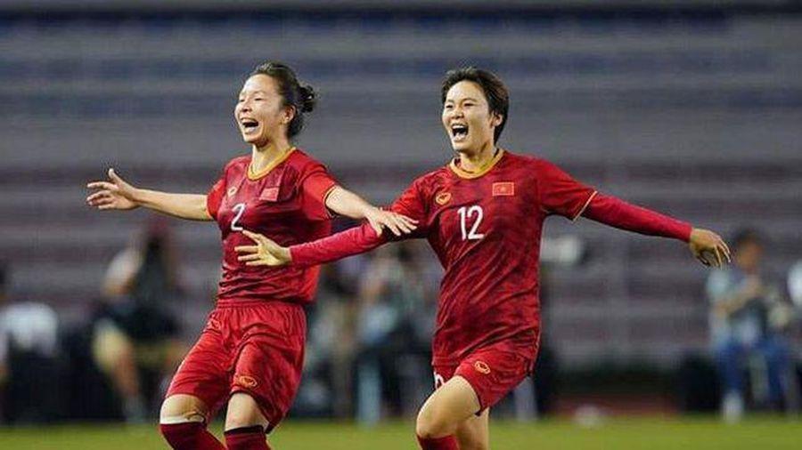 Việc làm đầu tiên của 'cánh én nhỏ' sau khi ghi bàn thắng duy nhất giúp đội tuyển bóng đá nữ Việt Nam đoạt HCV