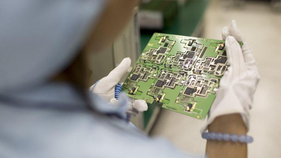 Trong vòng 3 năm tới, Trung Quốc sẽ bỏ dùng hoàn toàn thiết bị và phần mềm máy tính do nước ngoài sản xuất