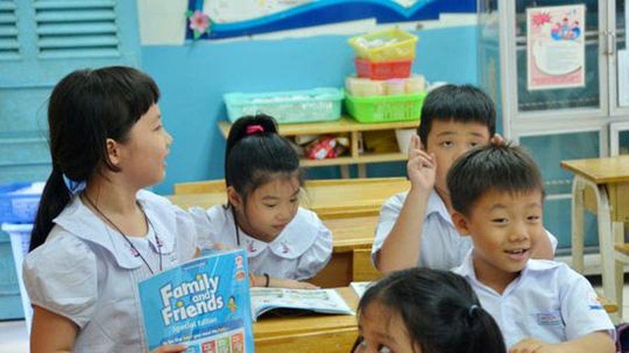 Người nước ngoài viết sách giáo khoa tiếng Anh: Tại sao không?