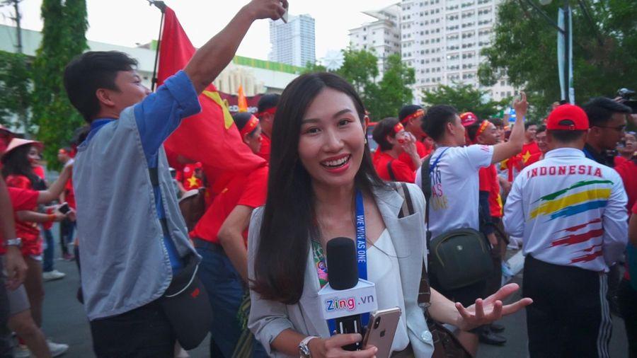Người hâm mộ Việt Nam và Indonesia thi nhau cổ vũ đội tuyển
