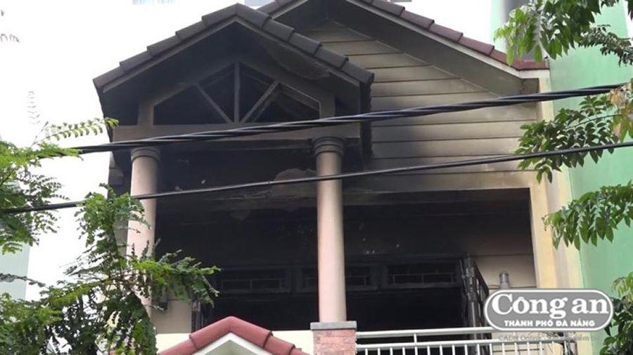 Cháy nhà, 2 người bị thương