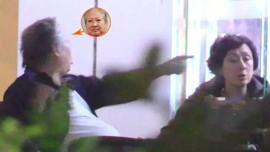 Showbiz 10/12: Vì sao Hồng Kim Bảo quát mắng vợ ngay ở nhà hàng?