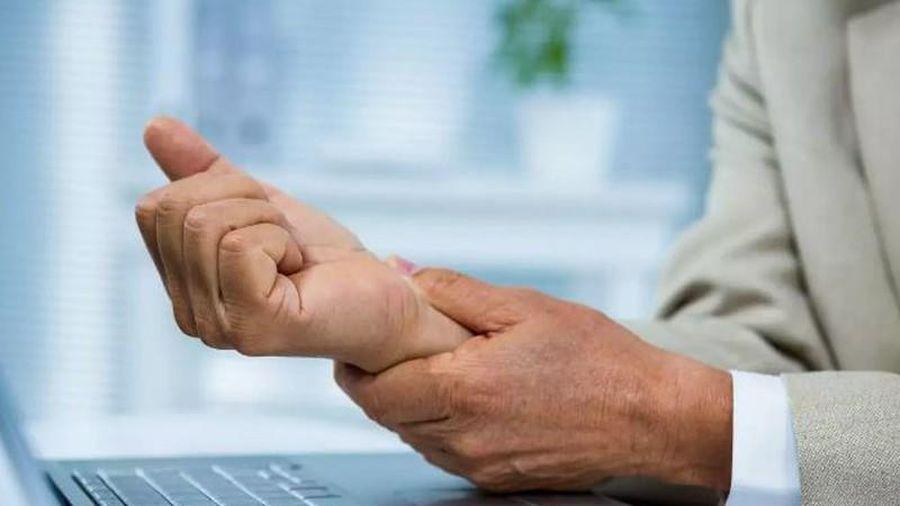 4 động tác đơn giản giúp dân văn phòng thoát khỏi hội chứng ống cổ tay