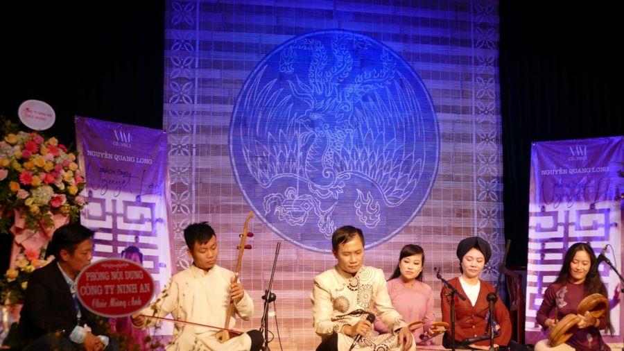Thú vị với album xẩm 'Trách ông Nguyệt Lão' của Nguyễn Quang Long