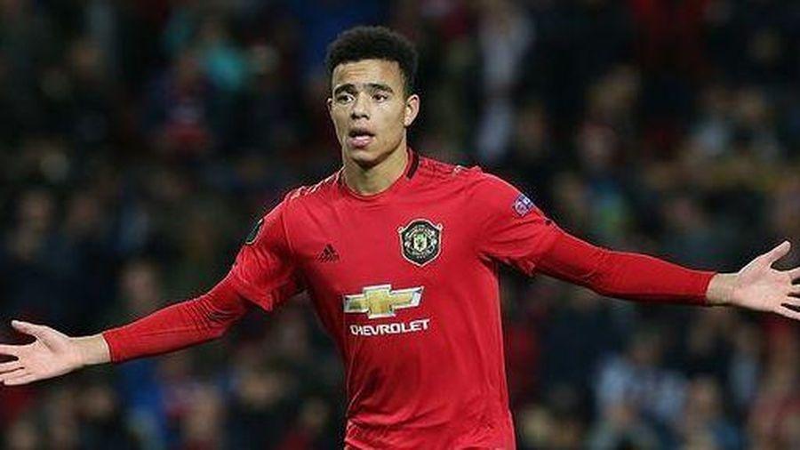 Đại thắng 4-0, Man Utd giành ngôi đầu bảng