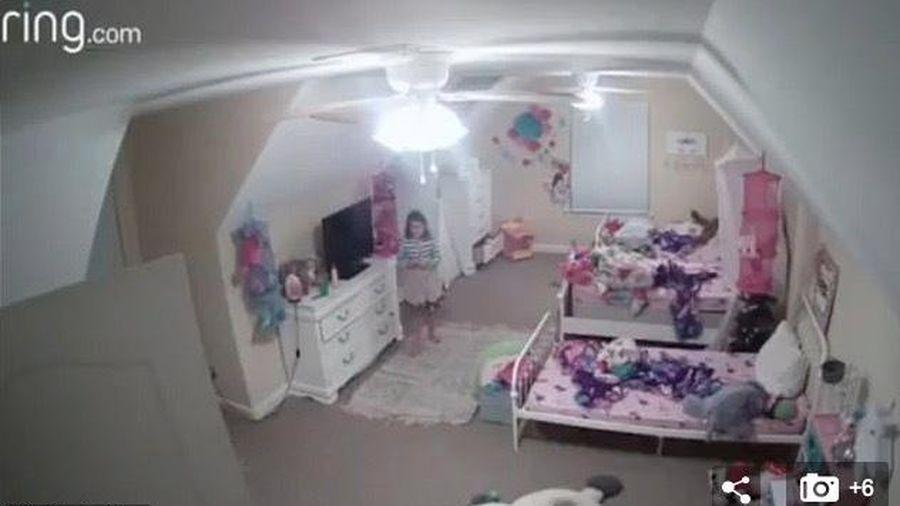 Mẹ ớn lạnh thấy tin tặc dụ dỗ con gái qua máy quay an ninh