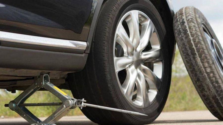 Vì sao xe con trang bị lốp dự phòng nhỏ hơn lốp chính?