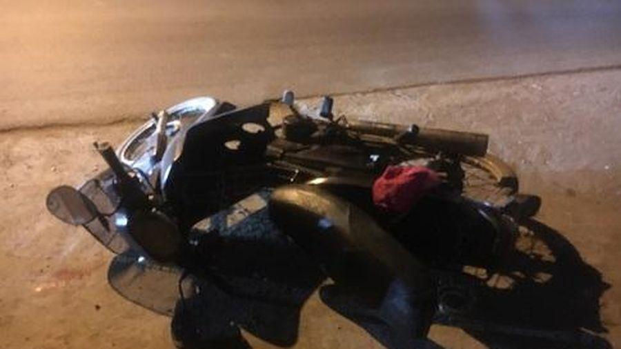 Bình Dương: Cướp điện thoại bị truy đuổi, nam thanh niên tự té xuống đường bị thương