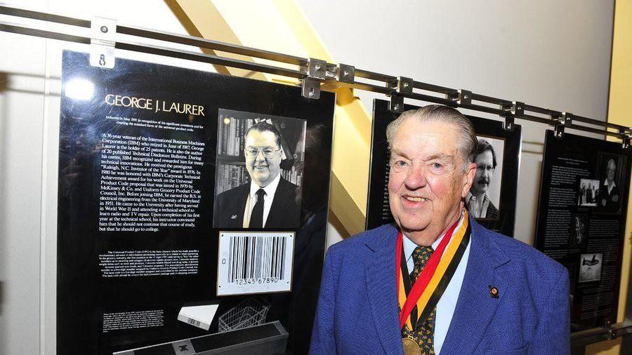 'Cha đẻ' của mã vạch, George Laurer vừa qua đời ở tuổi 94