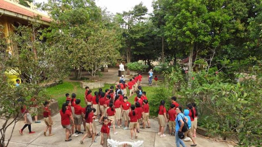 Học sinh về chùa tìm hiểu lich sử quê hương