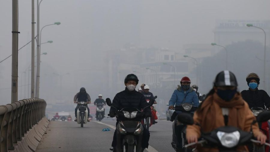 Hà Nội mờ mịt trong bầu không khí chất lượng kém