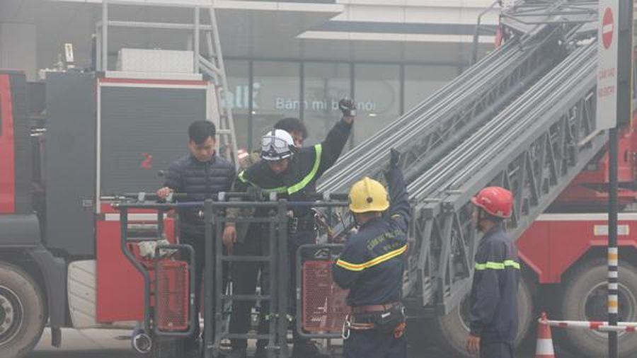 Gần 2.000 người thoát nạn trong đám cháy tại trung tâm thương mại Aeon Mall