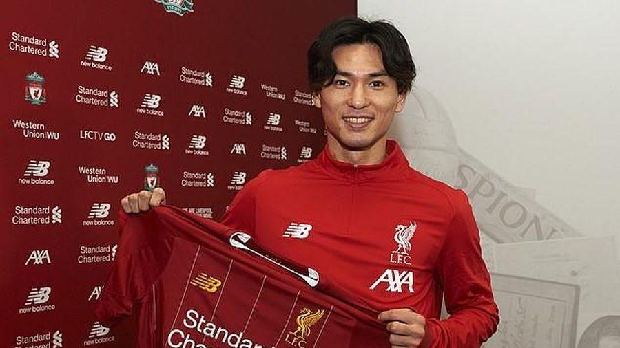 Tiền đạo Nhật Bản từng bất lực trước ĐT Việt Nam chính thức khoác áo Liverpool