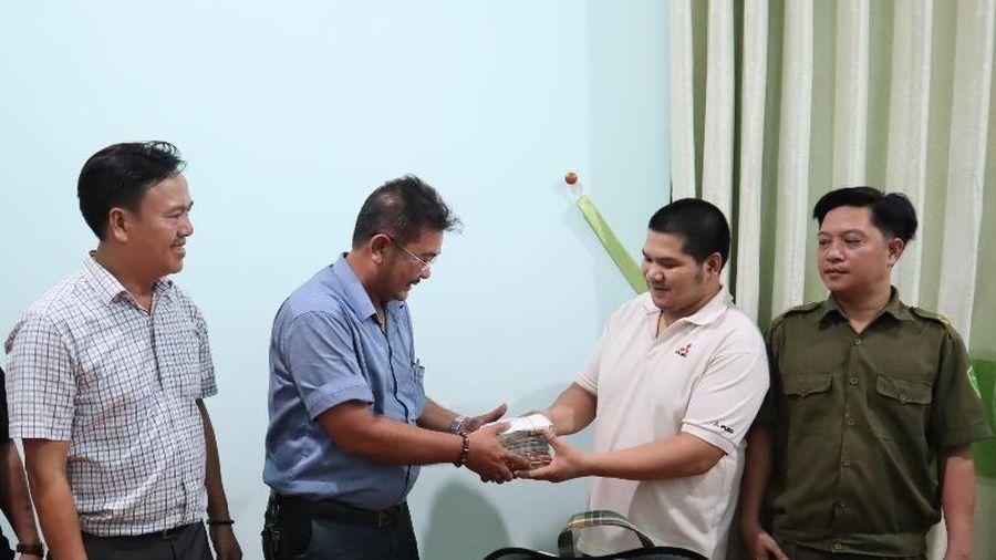 Chủ quán cơm ở Bình Phước trả lại 280 triệu cho khách bỏ quên