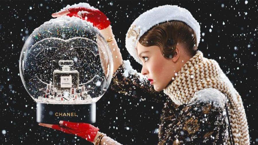 Hộp nước hoa Chanel N°5 trông như quả cầu tuyết