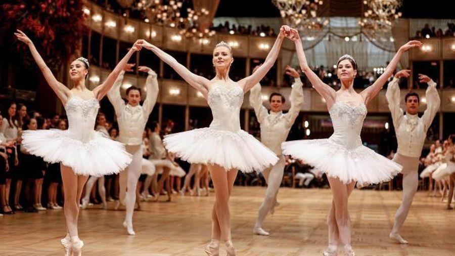 Trường ballet ở Áo bị lên án vì cổ vũ học viên hút thuốc để giảm cân