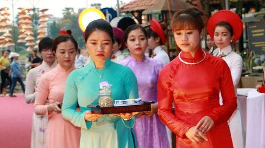 Ngày hội áo dài Festival Huế tôn vinh chúa Nguyễn Phúc Khoát