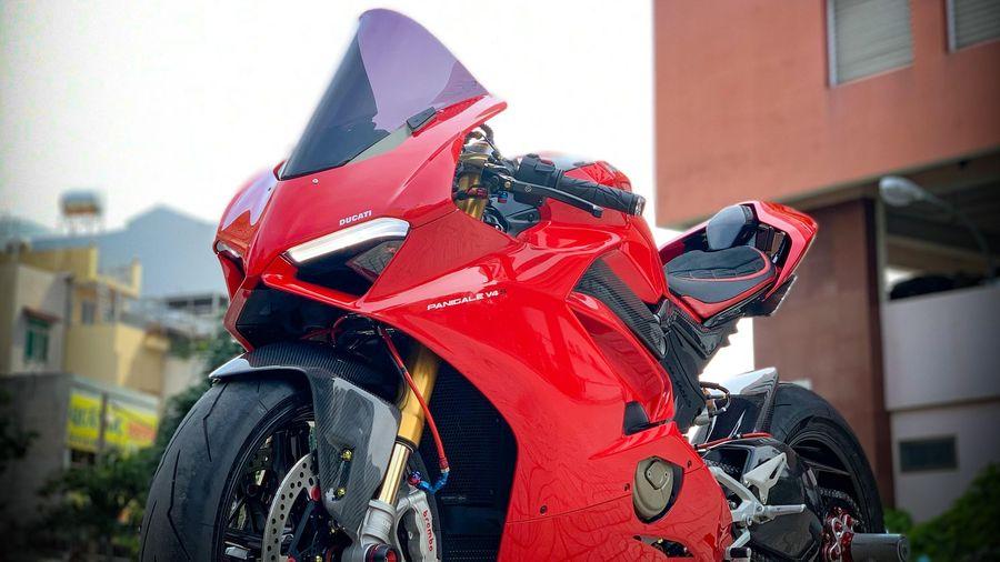 Môtô tiền tỷ Ducati Panigale V4 S với gói độ đắt giá tại TP.HCM