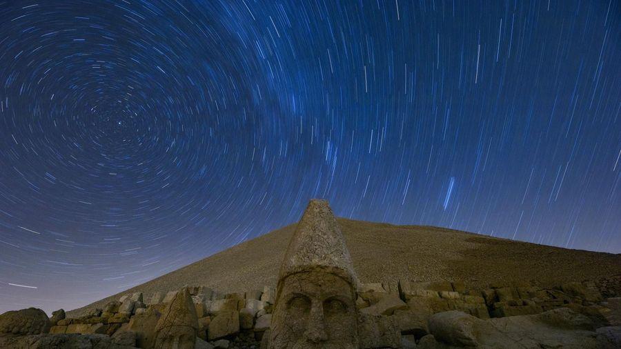 Hoàng hôn kỳ ảo trên những chiếc đầu đá khổng lồ ở Thổ Nhĩ Kỳ